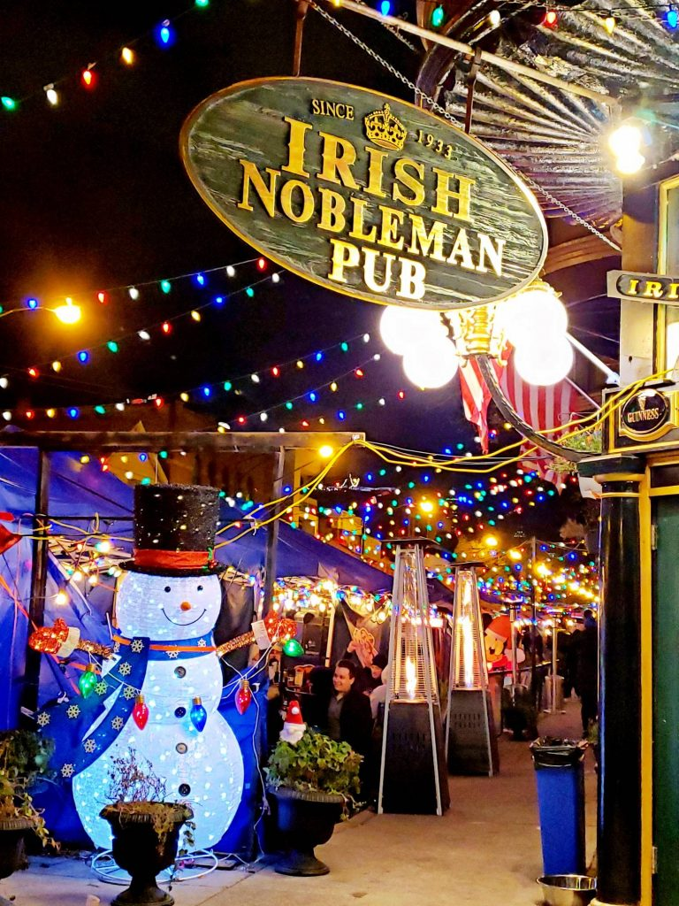 Best Irish Bar Chicago decorated for Christmas
